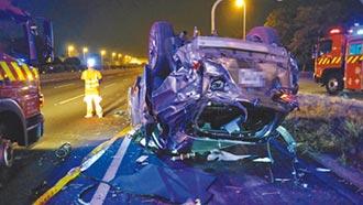休旅車自撞 噴飛5人釀4死