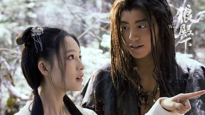 王大陸和李沁的吻戲又登上熱搜。(圖/微博@電視劇狼殿下)