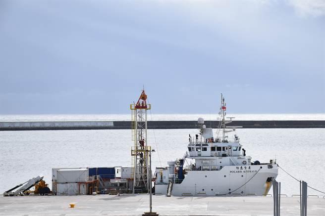針對編號「6672」失聯戰機及飛官蔣正志的最新搜救進度,因花蓮外海海象不穩及受天候因素影響,「奧黛麗絲號」海測船目前已從七星潭外海返回花蓮港內待命。(羅亦晽攝)