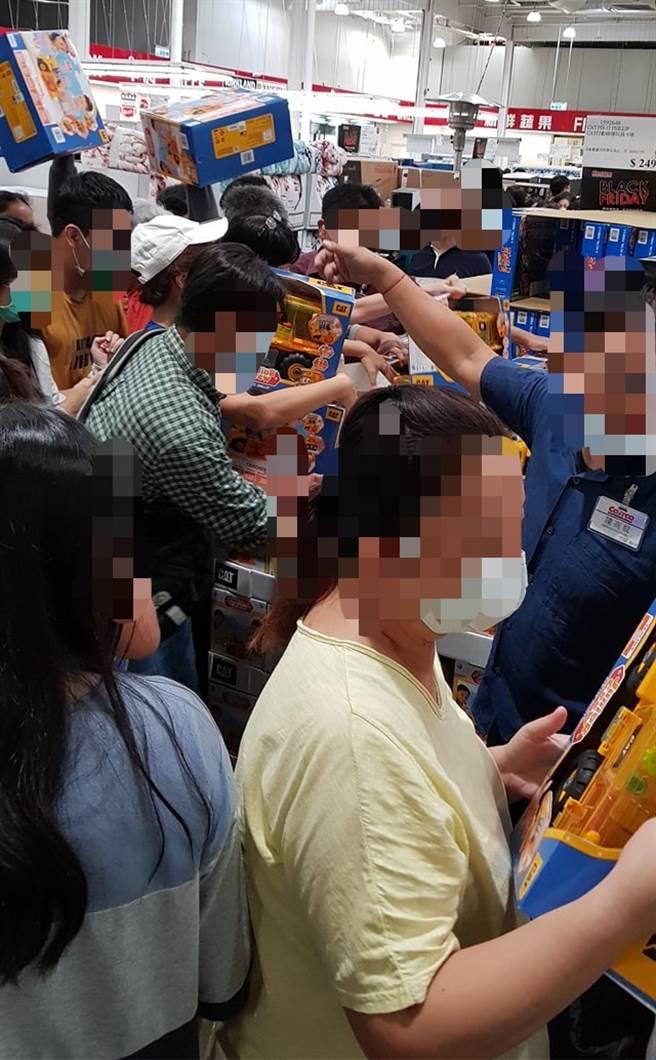 今天是好市多黑色購物節首日,許多網友瘋搶一款玩具車。(圖/翻攝自好市多商品經驗老實說)