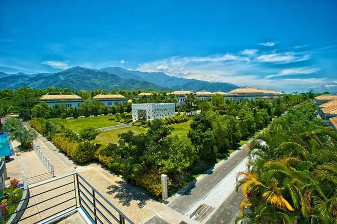 以万棵蓊郁绿树打造的开放式园区。(日晖国际渡假村提供)
