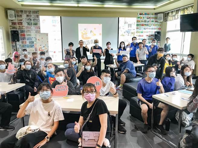 雲林縣環球科技大學23日舉行「青訴青聽」青年座談會,現場約有40名學生代表參與,以青年視角點出雲林縣發展問題。(周書聖攝)