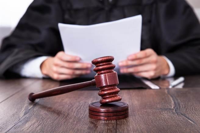 在英國,假髮被視為是法官和律師在法庭上的重要組成。(示意圖/達志影像)