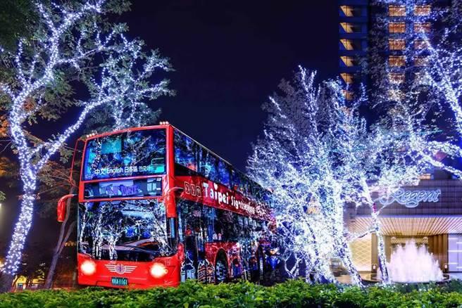 台北晶華酒店「聖誕美景獵遊之旅」專案,將帶領房客乘坐敞篷觀光巴士遊車河,飽覽聖誕街景。圖/台北晶華酒店提供
