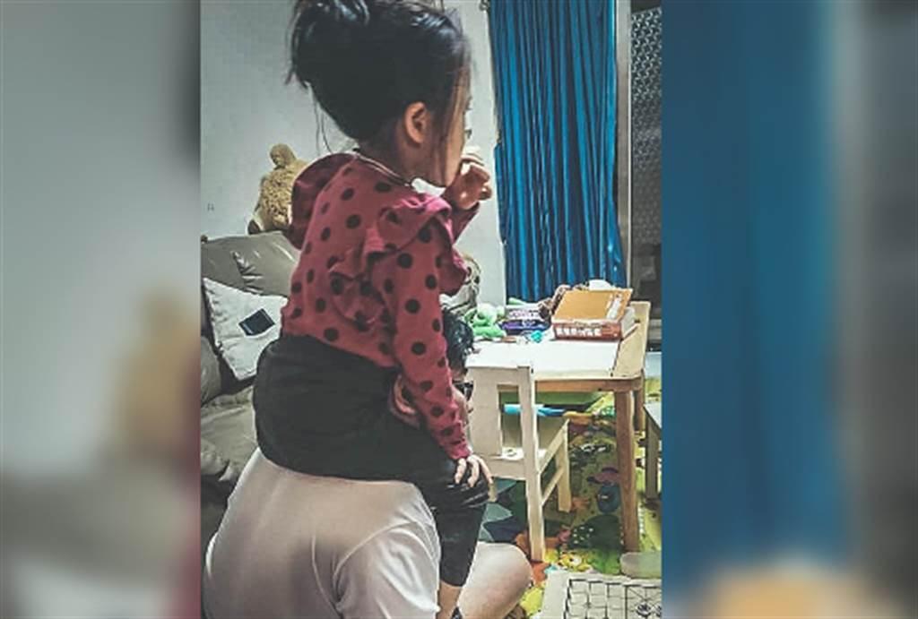時代力量立委邱顯智,女兒已經上小學,但仍買不起房。(圖/摘自邱顯智臉書)