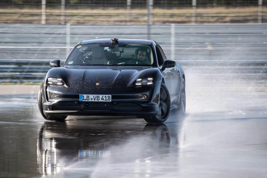 Porsche Taycan甩尾打破金氏世界紀錄