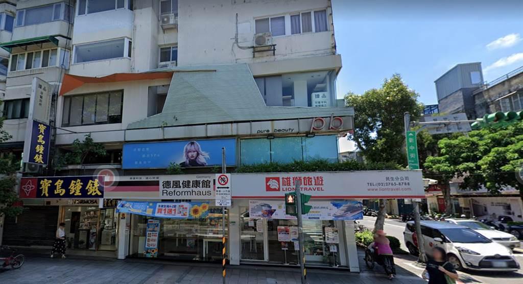 民生社區三角窗金店面的雄獅民生門市,傳出年底歇業。(翻攝自Google街景)