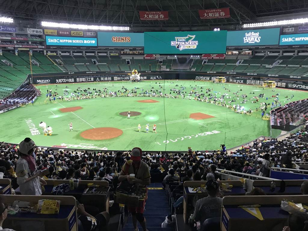 日本大賽第3戰移師福岡巨蛋球場,地主軟銀鷹隊再下一城,擊敗讀賣巨人,日本大賽3連勝,差一勝封王。(資料照/取自軟銀鷹隊官方推特)