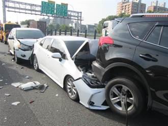 國1北向鼎金路段5車連撞 2人受傷送醫