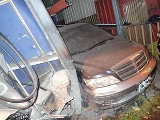 影/新北酒駕失控連環撞!連撞2台BMW衝入民宅卡車內