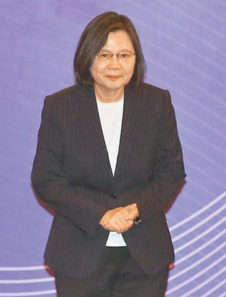 施政報告受阻轉求辯論 江說他又不是蔡英文 秋鬥要蘇下台 藍委抵制上台