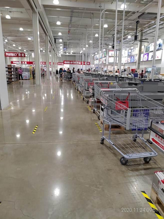 一名網友今天早上快10點時到好市多,結果賣場空蕩蕩的讓,一點都不像是舉辦黑購節的樣子。(翻攝自臉書《Costco好市多 商品經驗老實說》)