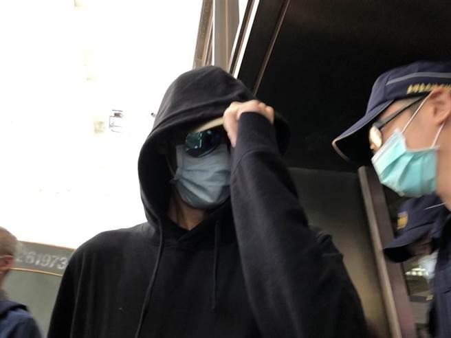 女星陳艾琳(右)的丈夫顏庭笙(左)抽含有大麻菸油的電子煙遭逮以3萬元交保。(陳志賢攝)
