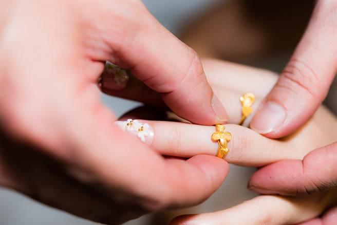 婆婆偷拿媳婦「黃金首飾」當女兒嫁妝 結局逆轉超糗