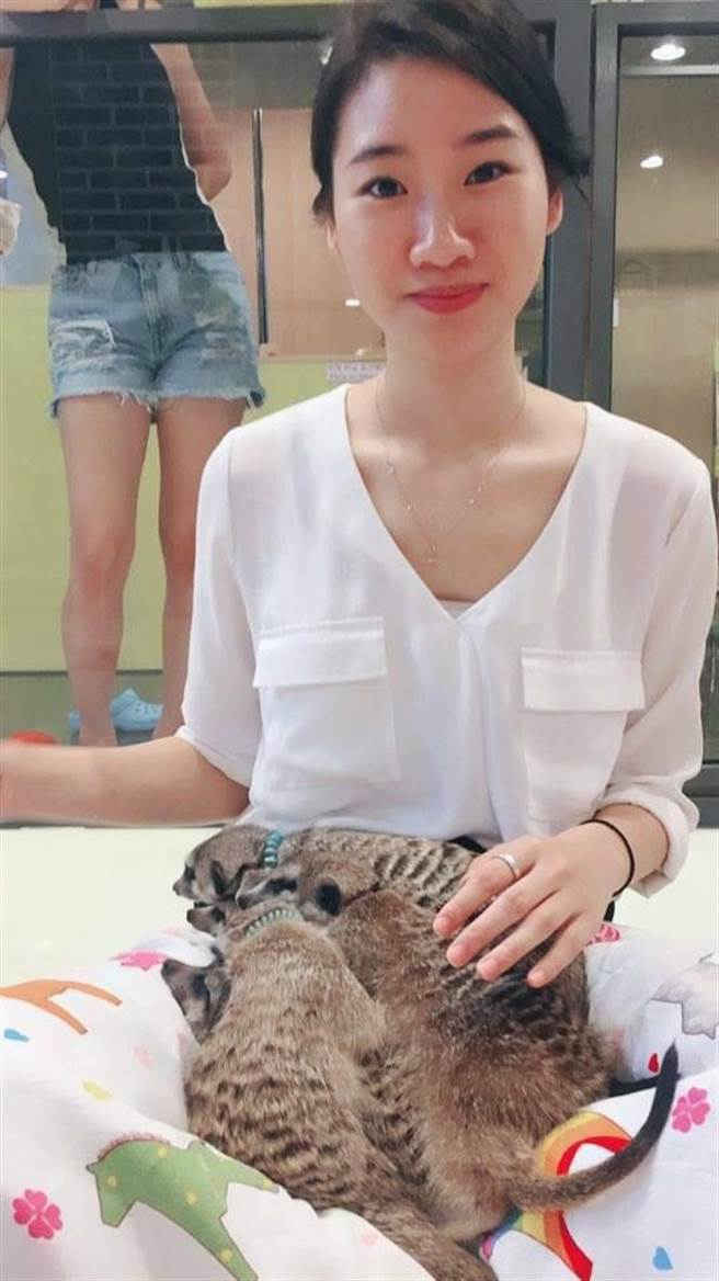 衛福部嘉義醫院麻醉科主任曾慶暉28歲女兒在韓國遭酒駕民眾高速撞擊身亡,曾慶輝夫婦哀傷發起連署,向青瓦台請命。(曾慶暉提供/呂妍庭嘉義傳真)