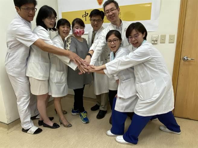 中山附醫因而成立糖尿病足照護團隊,跨科共同照護。(馮惠宜攝)