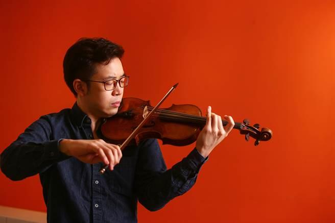 台南地方藥房之子,揚威國際,美國費雪獎得主、享譽國際的小提琴家黃俊文,近期返台演奏,並擔任國家交響樂團駐團音樂家。(鄧博仁攝)
