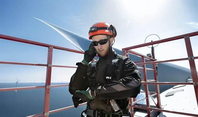 (離岸風機人員維修通訊示意圖。圖/取自沃旭能源臉書)