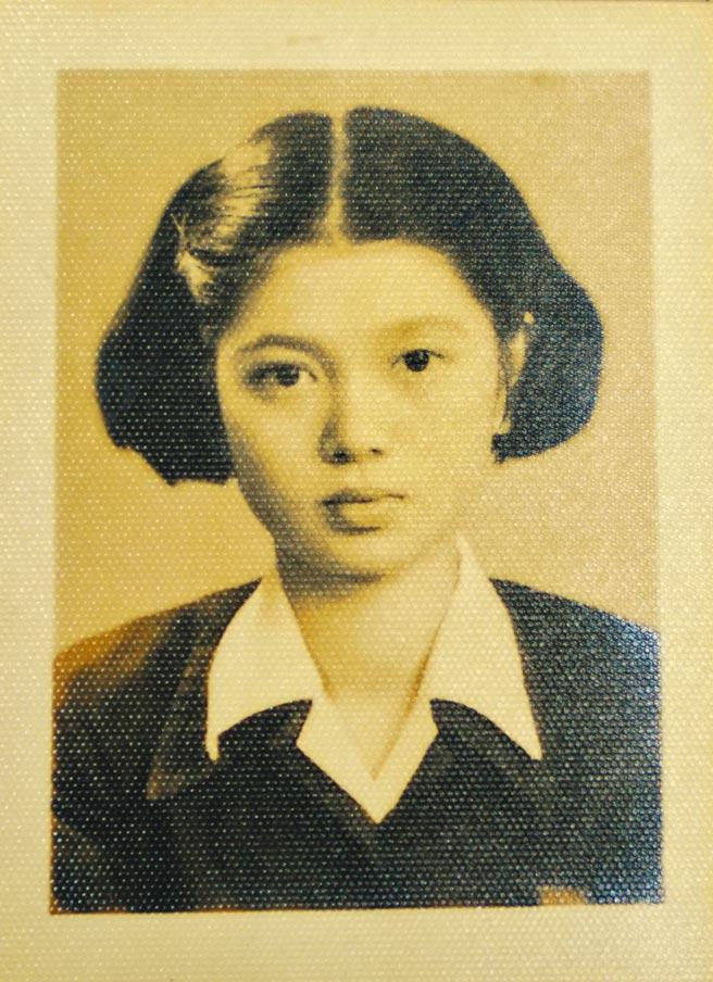 陳淑芳就讀蘭陽女中初中部的舊照。(李忠一翻攝)