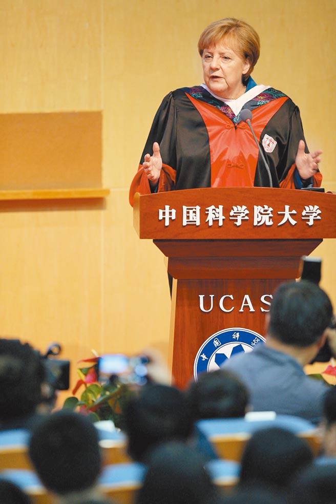 德國總理梅克爾2016年訪陸時,特地於 6月12日赴中國科學院大學發表演講並與學生交流。(新華社)