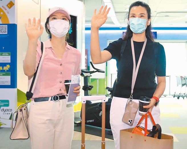 7月3日,「东南卫视」驻台记者遭指控违反相关规定,离台前挥手道别。(本报系资料照片)