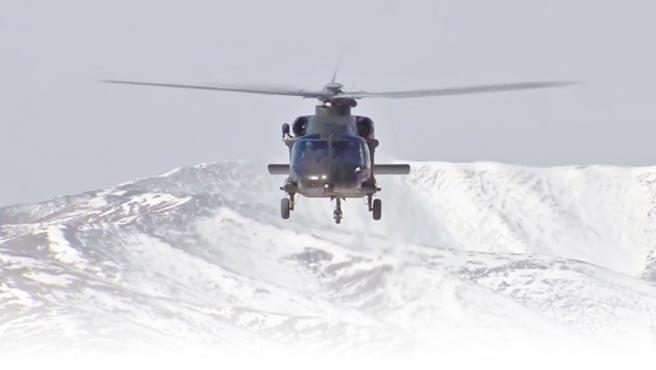 解放軍直-20直升機在西藏高原試飛。(影片截圖自微博@央視軍事)