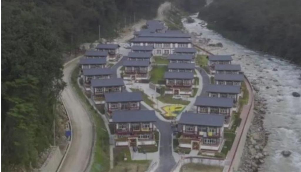 據大陸媒體報導,中方在邊境洞朗地區的亞東縣,建成第一條行政村「龐達村」,當地高達海拔4,630米,目前已有人入住。(東網)