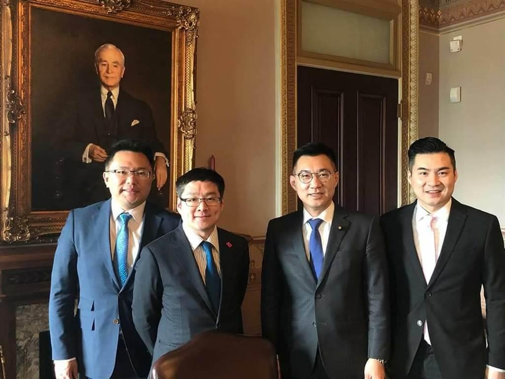 黃裕鈞(右)2019年4月陪江啟臣赴美國白宮拜會國安會官員。(摘自黃裕鈞臉書)