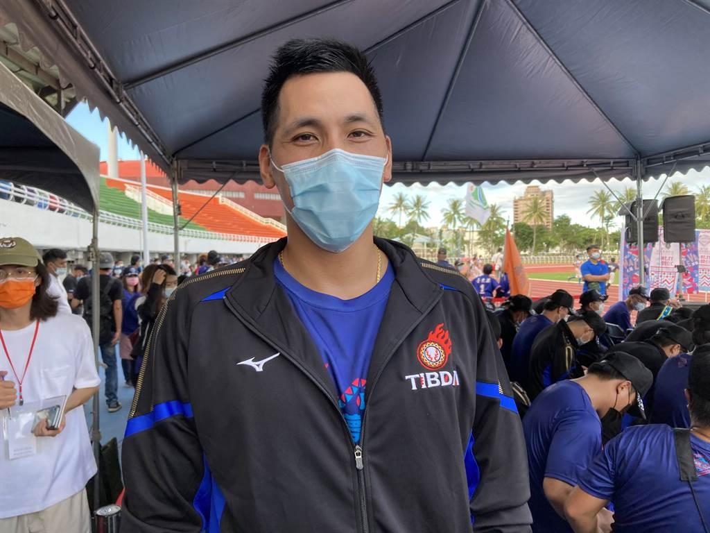 中信兄弟王凱程目前還在復健中,日前到台東參加關懷盃。(鄧心瑜攝)