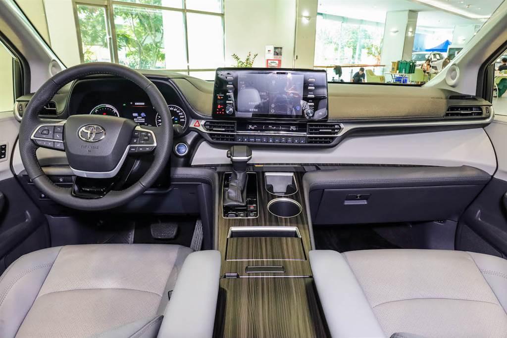 早鳥特別優惠210萬/265萬預售價格,全新第四代 Toyota Sienna 旗艦版/鉑金版雙規格搶先預賞