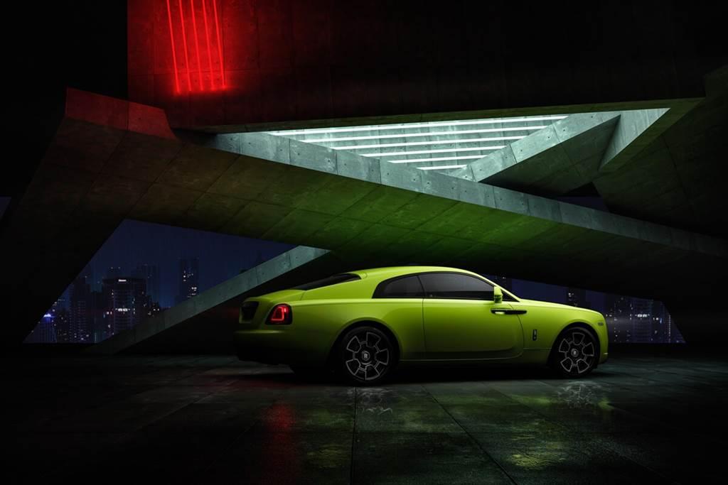 Rolls-Royce以「霓虹燈之夜」三色漆點亮了Black Badge系列