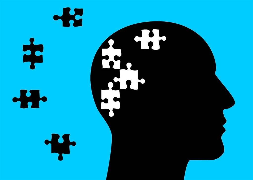 失智症會遺傳嗎? 快確認!6種症狀不是正常老化。(示意圖/Pixabay)