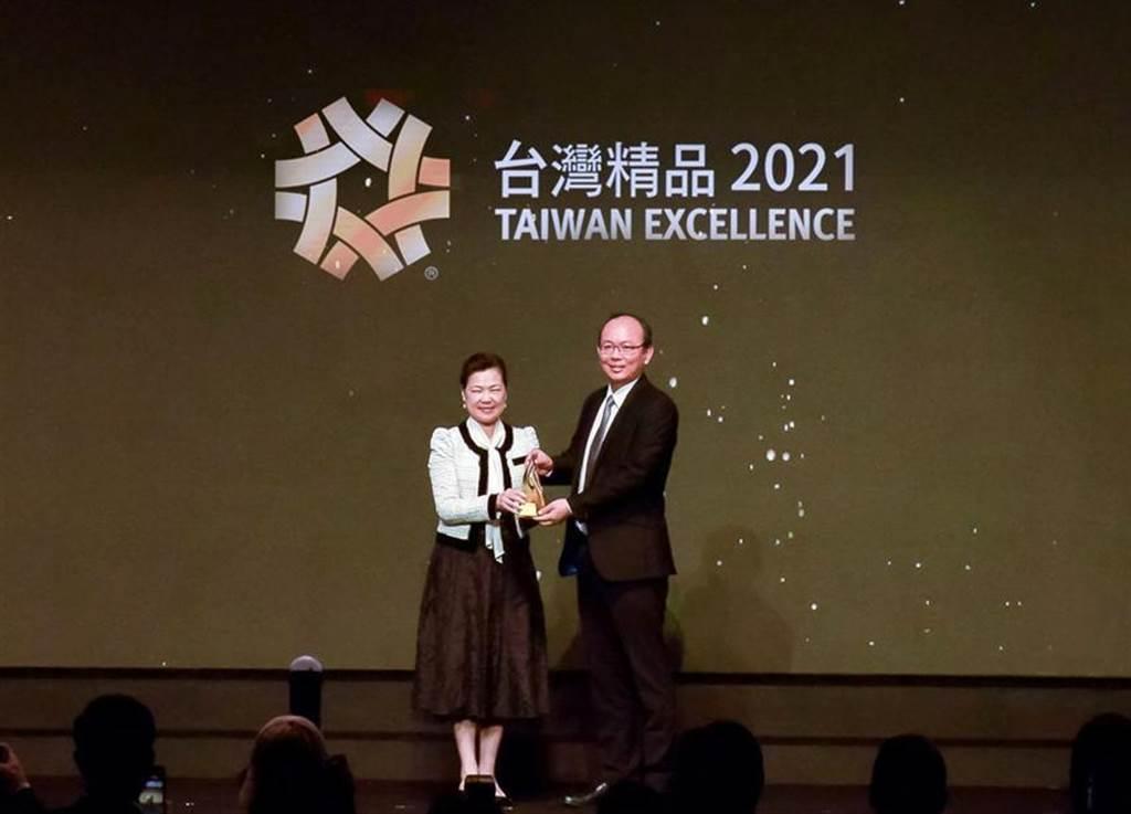 (雃博APEX WiZARD 510陽壓呼吸器面罩,獲台灣精品獎金質獎。圖/雃博提供)
