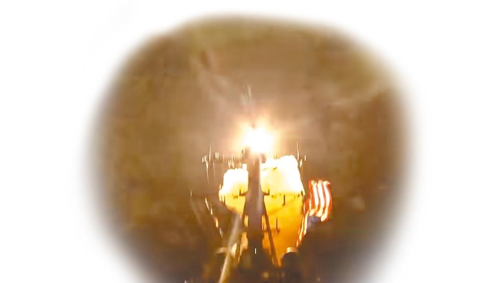 11月16日,美國海軍的標準-3(SM-3 Block IIA)型防空飛彈在約翰‧芬恩號驅逐艦(USS John Finn)上發射瞬間。(影片截圖自美國海軍官方YouTube頻道)