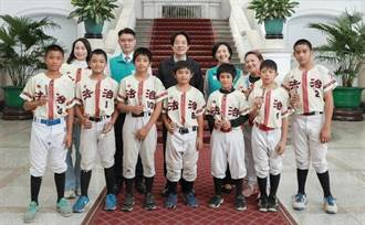 賴清德實現諾言 邀小小棒球員到總統府作客