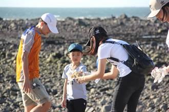 淡水區漁會推出「淡水漁港螃蟹肥了」活動 邀民眾放流文蛤、淨灘