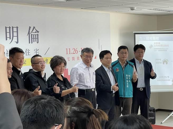 台北市長柯文哲(中)。(張穎齊攝)
