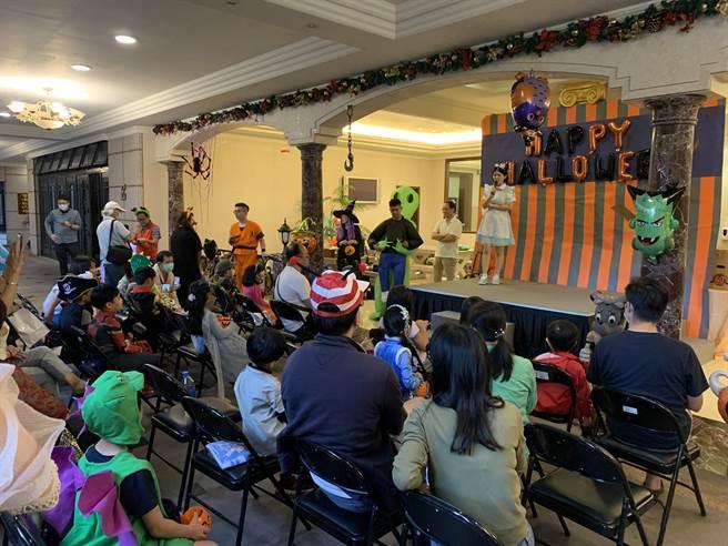 內湖榮耀世紀社區萬聖節由信義房屋舉辦,大人小孩都開心。(圖/信義房屋提供)