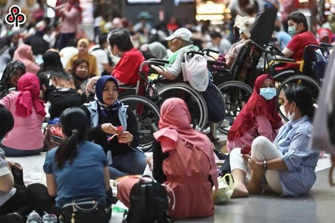 印尼政府日前片面宣布,明年元月起實施輸出印尼移工「零付費」政策,勞動部部長許銘春今天表示,如果印尼方都沒有回應的話,最遲會在12月下旬公布我國因應對策。(報系資料照)