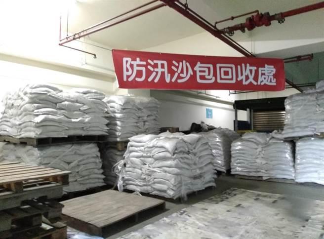 各區公所即日起開始回收防汛沙包。(台中市水利局提供/王文吉台中傳真)