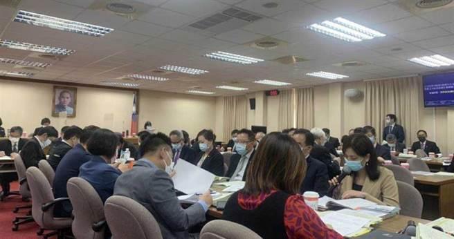 立法院外交國防委員會預算審查。(圖/中國時報楊孟立攝)