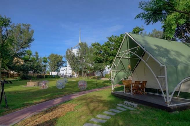 大安濱海露營區提供頂級海風BBQ派對。(台中市觀旅局提供/王文吉台中傳真)