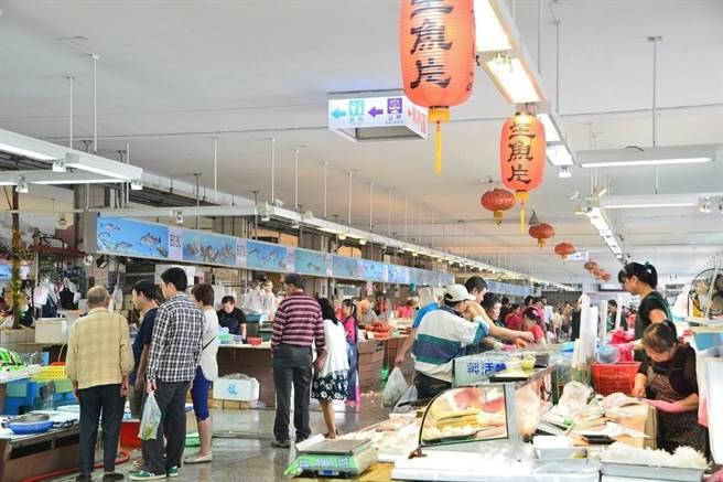 梧棲漁港有鮮魚區、餐飲區、漁港超市等可享受海鮮美食。(台中市觀旅局提供/王文吉台中傳真)