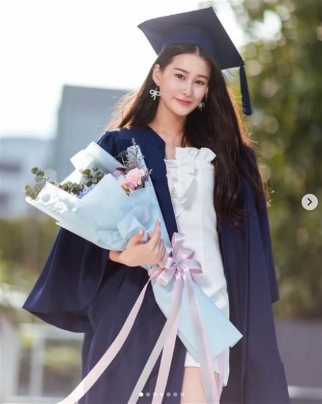 赵英华的18岁大女儿遗传到美貌。(图/IG@n.natalieo)