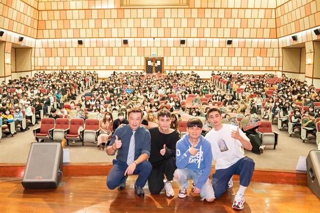 世新大學600位同學參與口碑場特映。(TVBS提供)