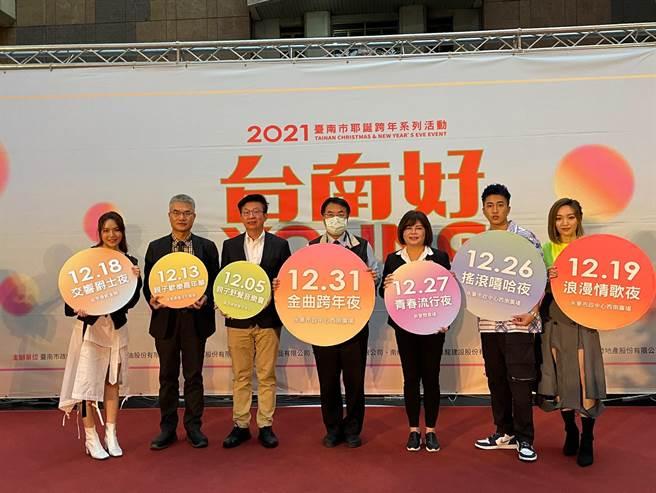 台南市長黃偉哲25日於台北車站替台南耶誕系列活動做宣傳。(吳康瑋攝)
