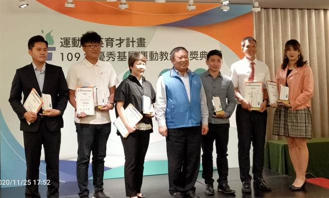 由運動促進基金會主辦的優秀基層教練頒獎典禮在台北凱薩飯店舉行,包含劉曜彰、劉元凱等20位基層教練獲獎。(黃邱倫攝)