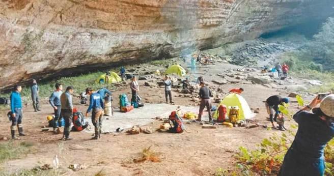 千人洞景色優美,吸引不少山友在此地紮營。(圖/報系資料照)