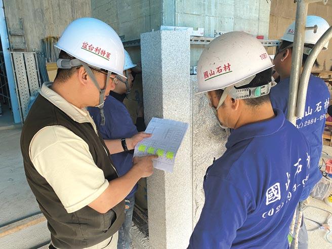 萊特利-台誼石材副總經理徐崇勤(左)。圖/台誼石材提供