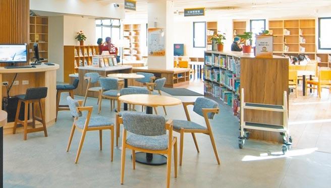 山仔頂圖書分館環境優美。(呂筱蟬攝)